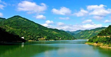 目的地情报  瀛湖风景区旅游资源丰富,湖中有岛屿